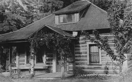 Schoonover log cabin in Brackendale