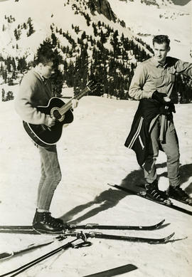 Guitar on skis