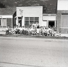 Children in front of the Squamish Times office