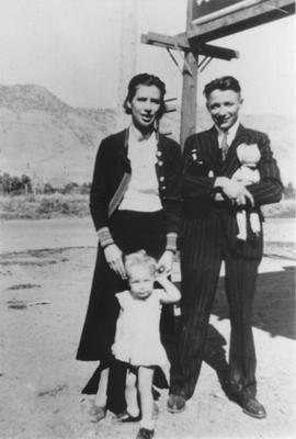 Jane and Ole Hansen with daughter
