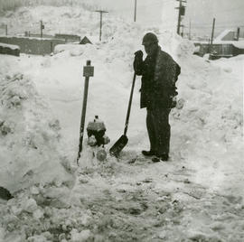 Shovelling out fire hydrants