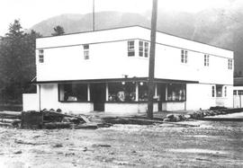 Yarwood Drugs building flood, 1940